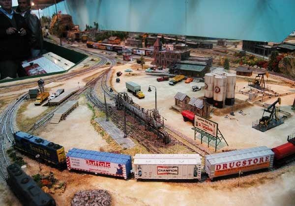 Inauguraron una muestra ferroviaria en escala