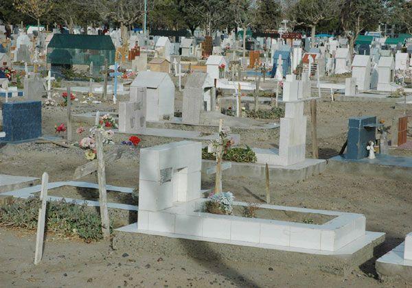 Quejas por problemas en el cementerio