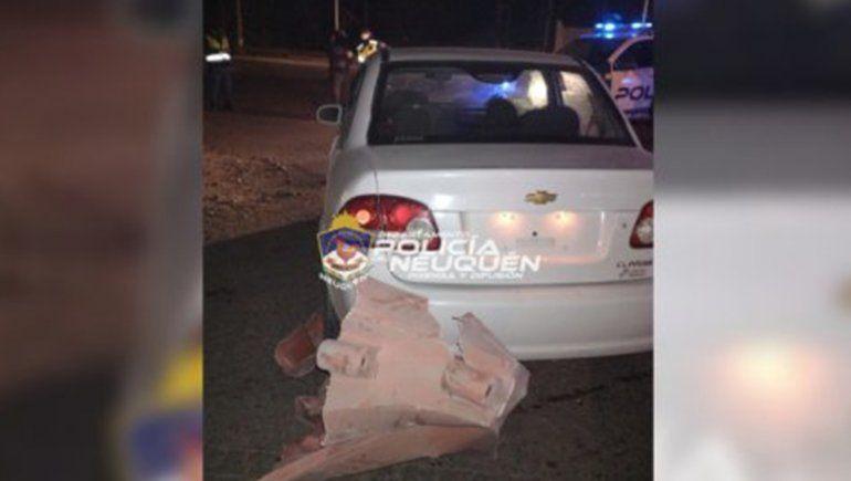 Borracha al volante, huyó, casi atropella a un policía y chocó