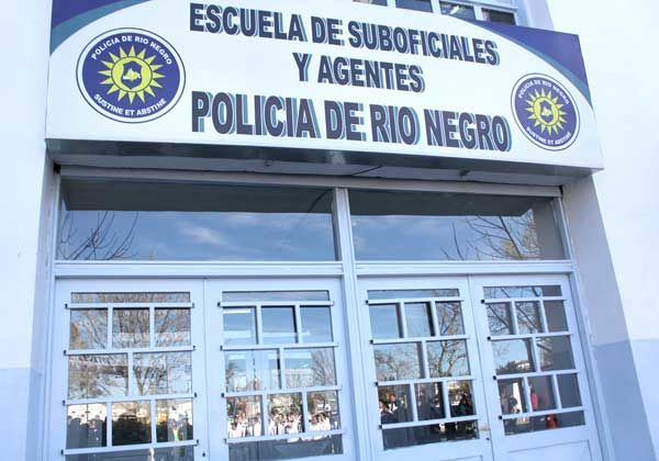 Egresan 58 agentes de la Escuela de Cadetes de Cipolletti