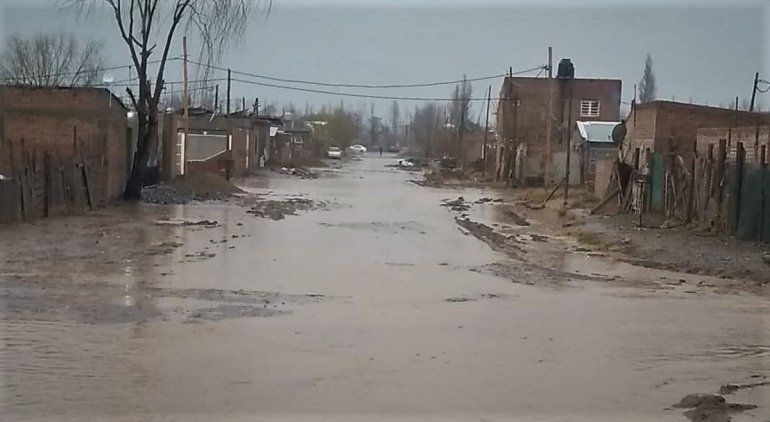 En el barrio Obrero A siguen sufriendo el temporal, y encima el frío