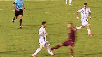 La patada criminal a Messi y los memes después del susto