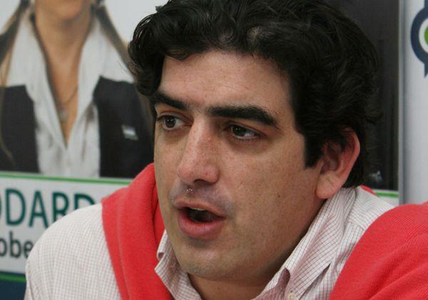 Vázquez dice que los rivales le roban las propuestas