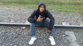 Drama en Córdoba: chocó contra un rival, convulsionó y murió