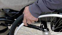 Las personas que utilizan sillas de ruedas tienen que usar, habitualmente, pañales para no sufrir heridas por estar mucho tiempo sentadas (la foto es ilustrativa).