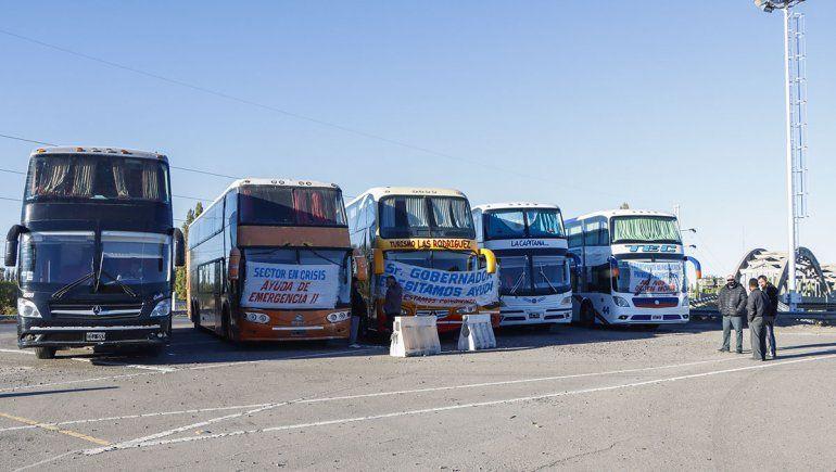 Transportistas liberaron los puentes pero siguen en alerta