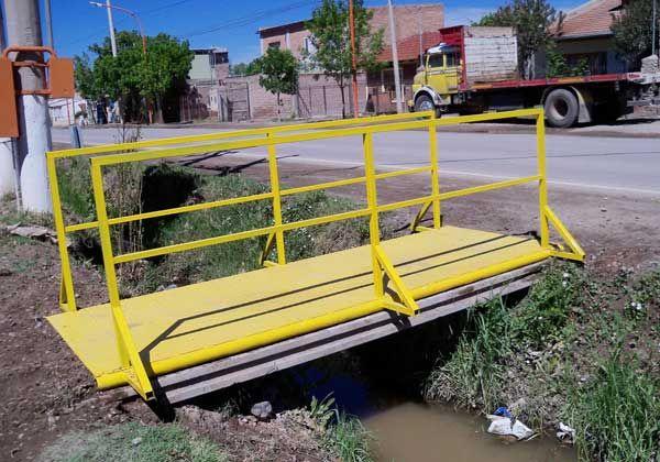 Instalaron una pasarela