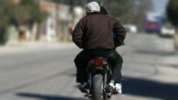 motochorros armados asaltaron a un adolescente