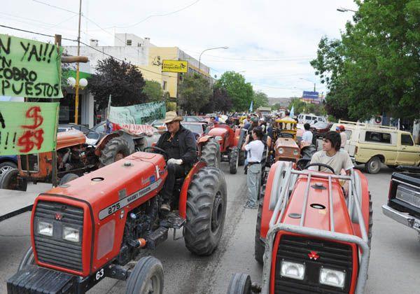 Tractorazo en Villa Regina
