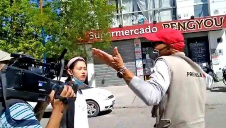 Decomiso y agresión a periodistas en un supermercado de Roca