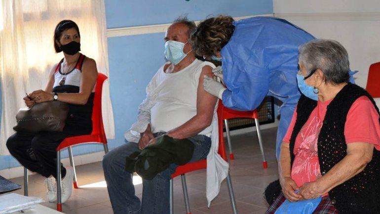 Arranca la vacunación de vecinos mayores de 80 años