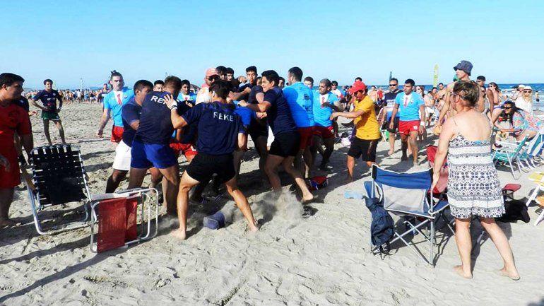 Vergüenza: rugbiers terminaron a las piñas en medio de un partido en Playas Doradas