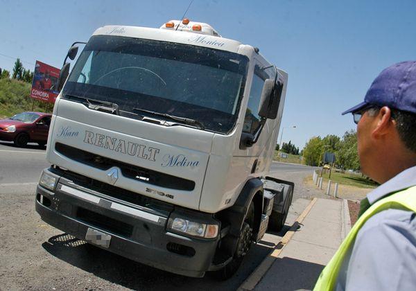 Policía Caminera de Cipolletti secuestró un camión que tenía pedido de captura
