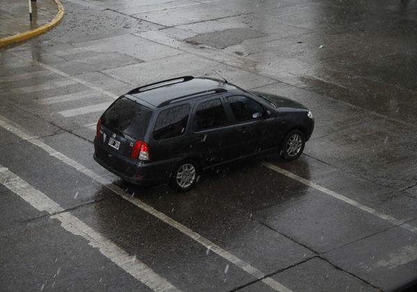 Tormenta de lluvia y granizo sobre Cipolletti