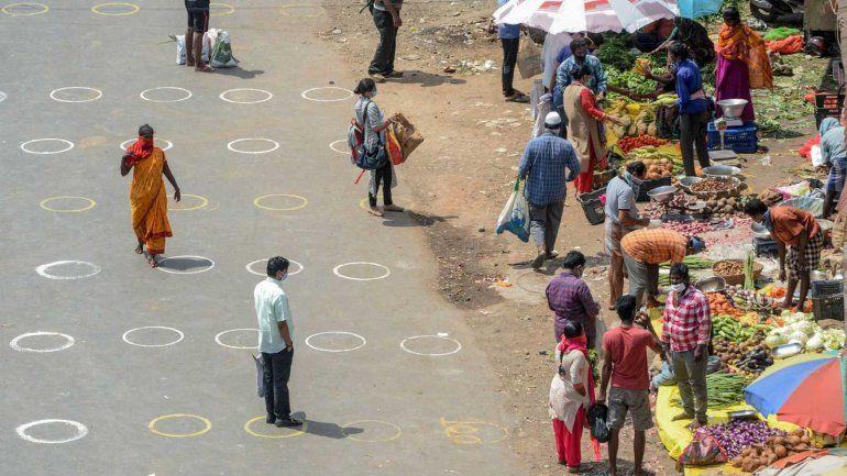 India flexibiliza la cuarentena, pese a los 10 mil contagios en las últimas 24 horas