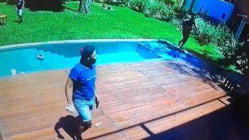 Video: cuatro delincuentes armados le coparon la casa y le apuntaron a su hijo de 3 años