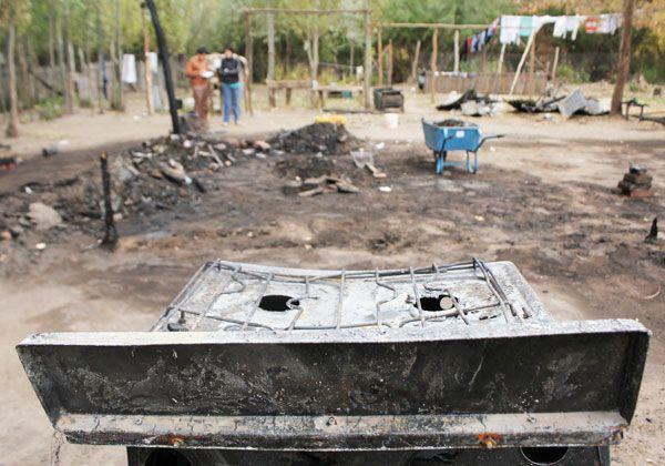 Perdieron todo tras un incendio en la Isla Jordán
