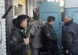 Caso Solano: Cinco de los siete detenidos fueron trasladados a Neuquén