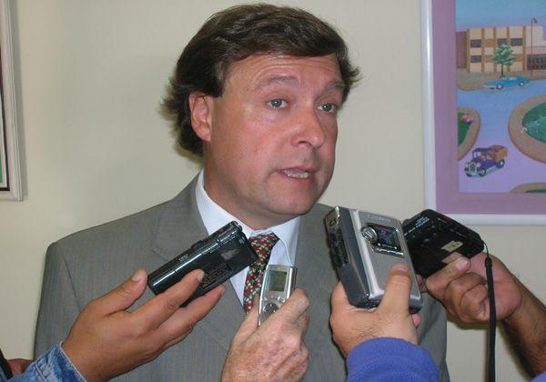 Weretilneck a favor de rescindir el contrato con Caminos del Valle