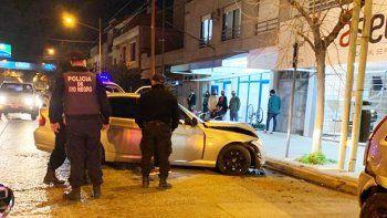 manejaban un bmw a toda velocidad, escaparon de la policia y chocaron