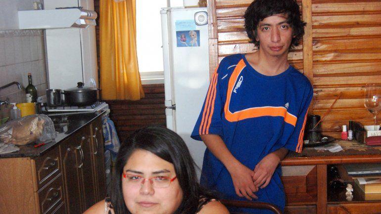 Anita y Francisco cuentan en la actualidad sólo con la ayuda de los vecinos.