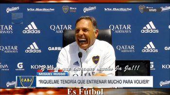 La sonrisa de Miguel ante la consulta de Román.