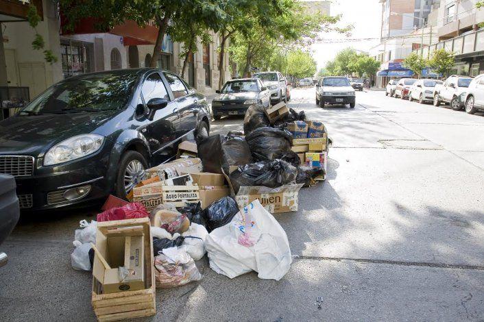 Más quejas por las montañas de basura en el centro