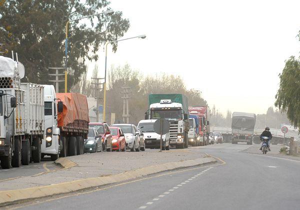 Caos por corte total en los puentes carreteros