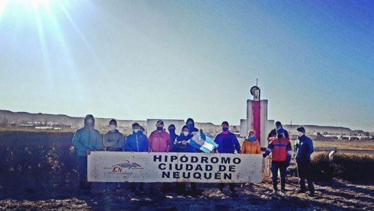 El turf se manifestó en Neuquén para volver a la actividad