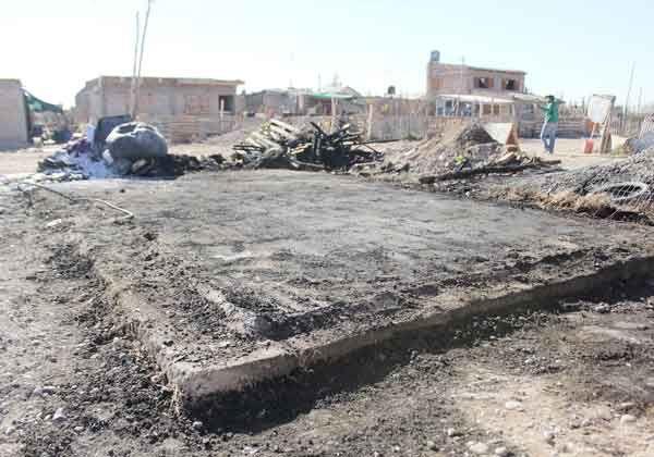 Un incendio consumió una humilde vivienda en la toma La Esperanza