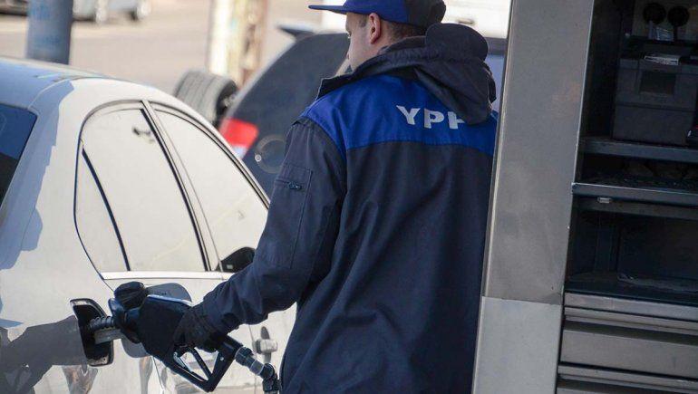 El precio de las naftas seguirá congelado un mes más