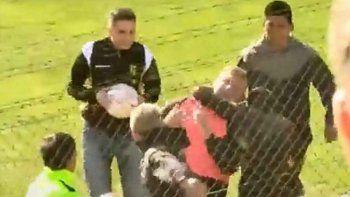 Video: Escandalosa y grave agresión al DT de Olimpo en Madryn