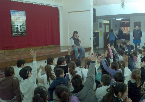 El poeta Pepe Zapata Olea deleitó a la Primaria 258